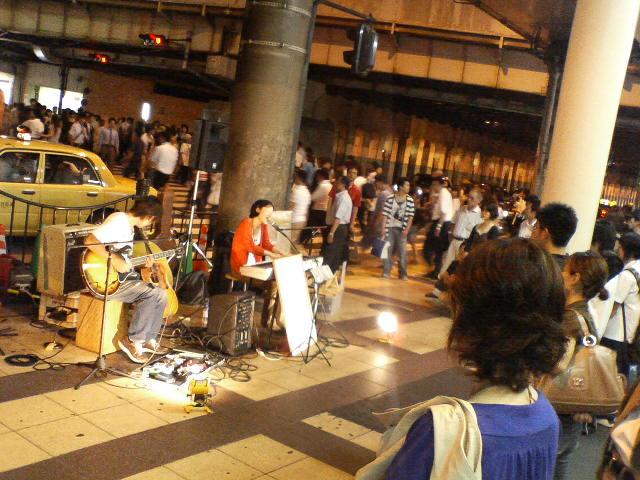 ストリート・ミュージシャン@<br />  大阪駅前
